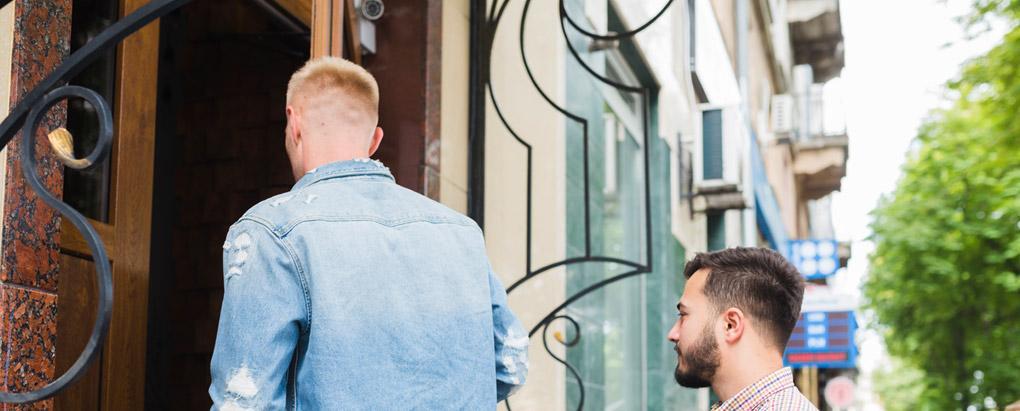 קביעת גיל מינימום בכניסה למסעדה, פאב או בית מלון – האם הדבר חוקי?